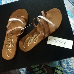 NWT Roxy Sandals, snakeskin gold Accents,sz. 10